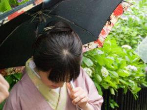 雨の日も着物でおでかけを楽しむ_雨の日の装い_ic
